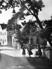 Dobová fotografie se synagogou